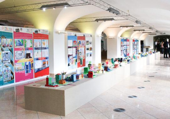 (Čeština) Příprava výstavy 100 let hravé architektury na Bratislavském hradě